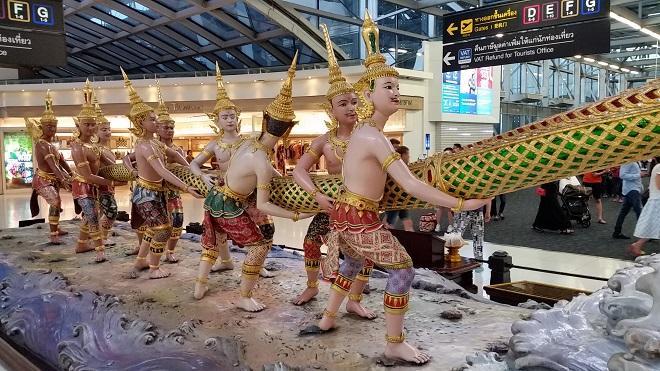 Les demi-dieux (Devas) disputent le Naga aux démons (c) Ph. Triay