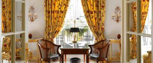 lbp_1920_1080_accommodation_suite_prestige_elysee_yellow-curtain